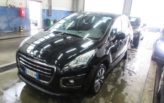 Peugeot 3008 1.6eHdiBussinesNav 2014. god.