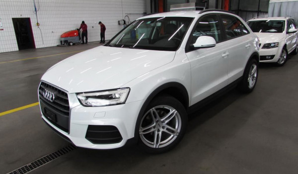 Audi Q3 2.0TdiStronicQuattCH 2015. god.