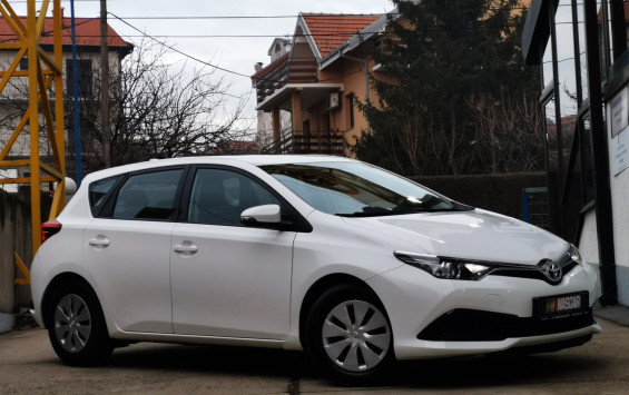 Toyota Auris 1.4 d4D Business 2015. god.