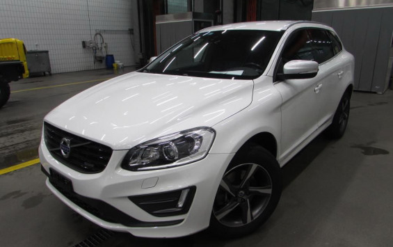 Volvo XC60 2.0d D4 R-Design 2015. god.