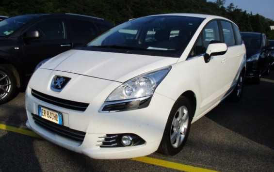 Peugeot 5008 2.0Hdi BusinessNavi N1 2013
